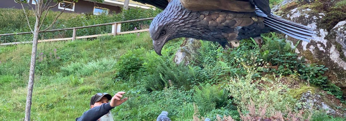 Installing Eagle Sculpture - Thrussells. Public Art Germany